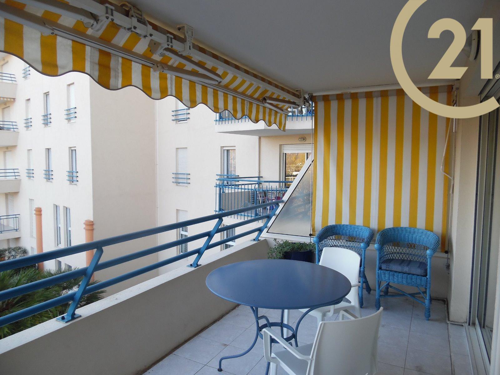 vente vente frejus plage appartement 2 pieces avec terrasse. Black Bedroom Furniture Sets. Home Design Ideas
