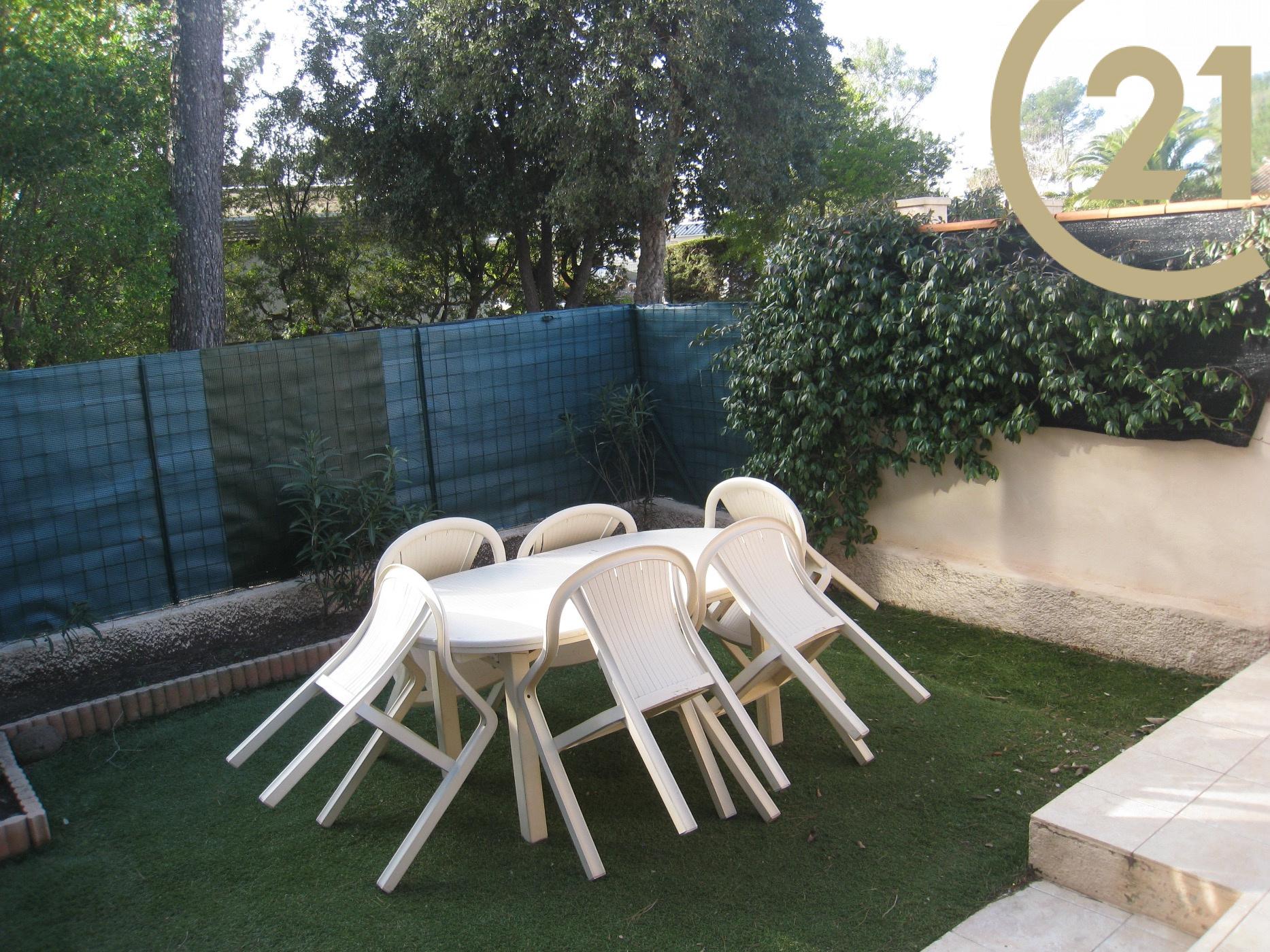 vente vente appartement 2 pieces en rez de jardin frejus. Black Bedroom Furniture Sets. Home Design Ideas
