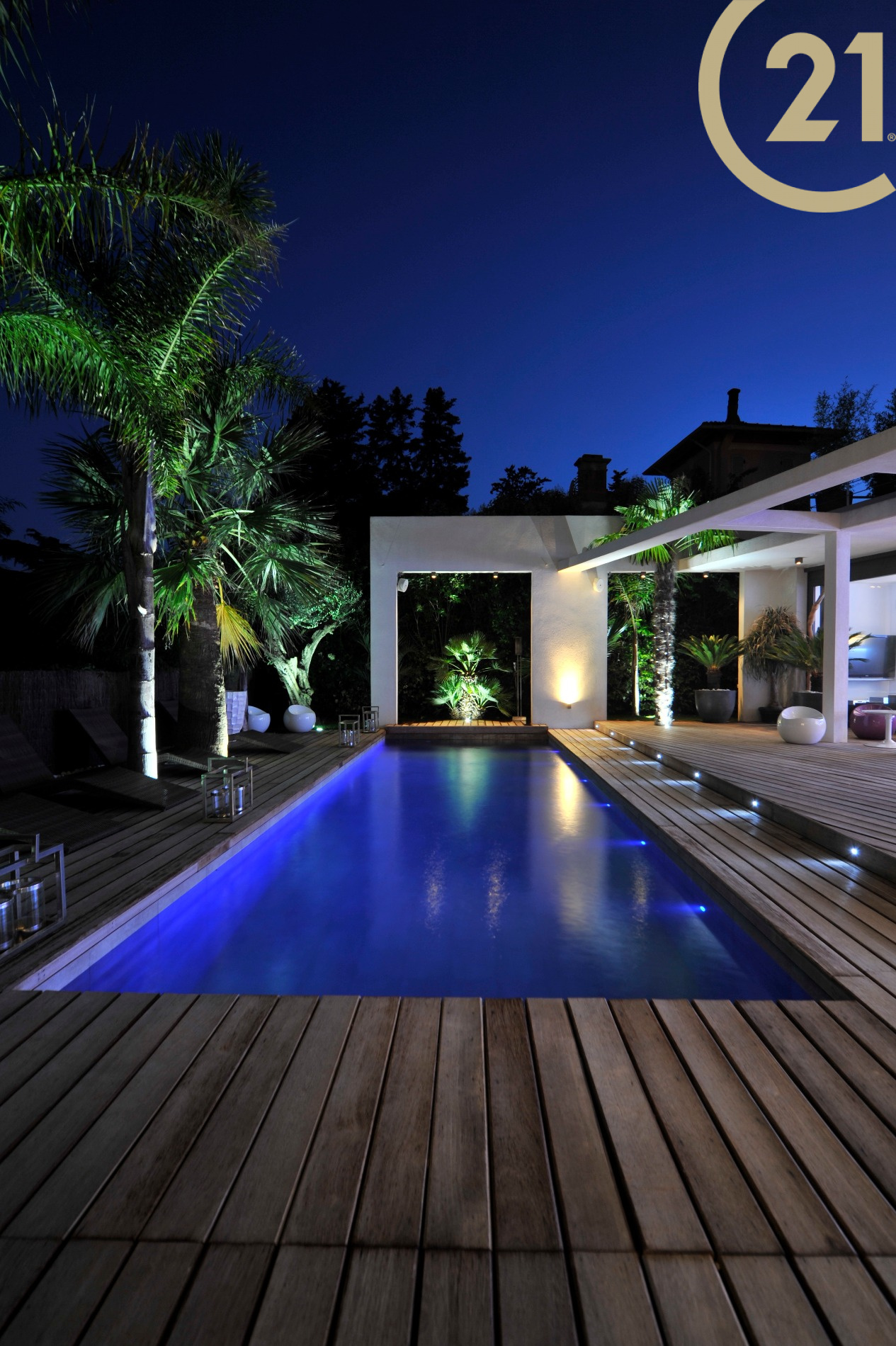 Vente frejus villa contemporaine de 200 m² avec 138 m² de terrasses et piscine
